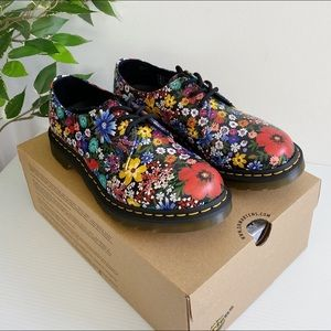 NEW Dr. Martens Women's Size 9US 7UK Oxford Shoe
